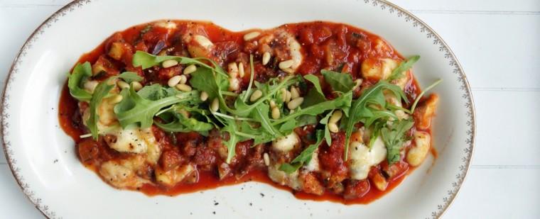 vega_groentes_courgette_aubergine_mozzarella_grana_padano_rucola_pijnboompitten