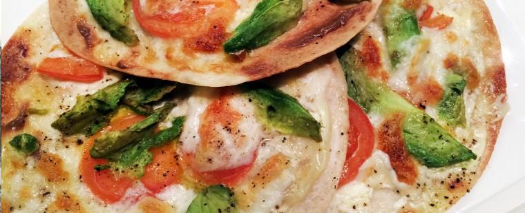 Daar is 'ie weer; de combi tomaat/mozzarella. Werkt perfect bij de avocado!