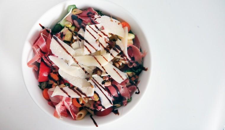 Salade met van alles! Waarschijnlijk niet de meeste lekkere uit dit rijtje, maar wel één van de makkelijkste :)