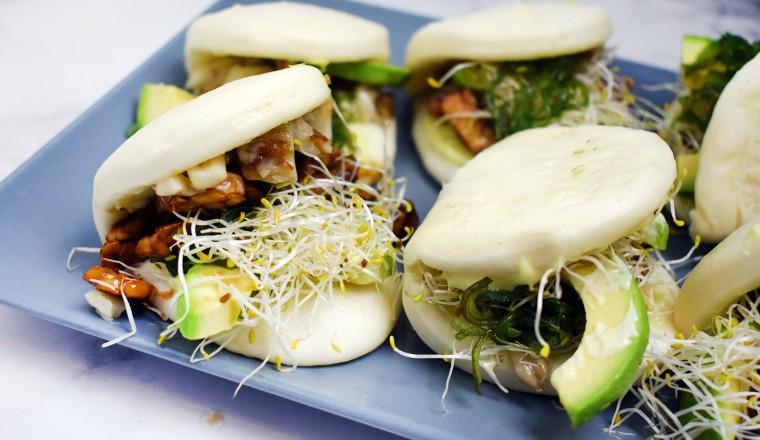 Of deze buns met avocado, tempeh, wakame en wasabimayo!