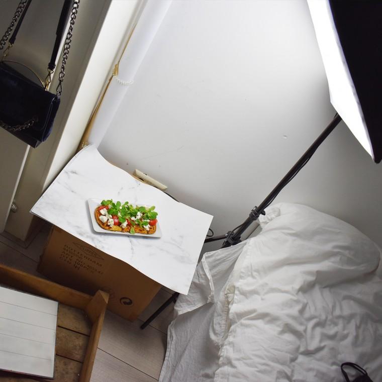 Als je even geen daglicht hebt, kun je voor heel weinig geld al een fotolamp kopen. Bijvoorbeeld via bol.com.