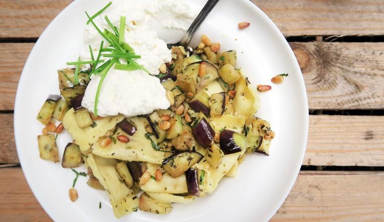 pasta_aubergine_pijnboompitten