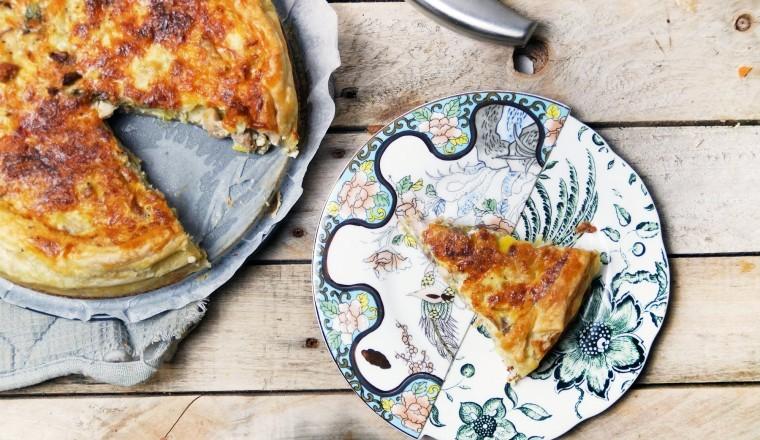 Quiche met kip, prei en champignons. Of hartige taart. Mag ook :)
