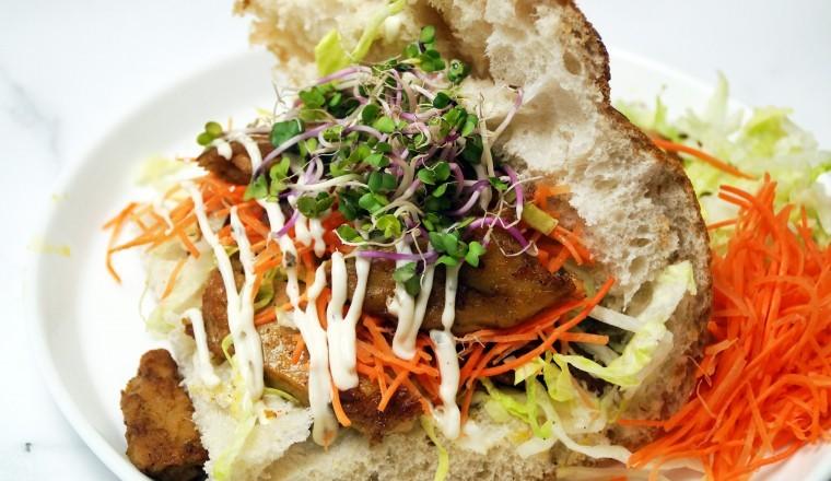 Sceptisch over vleesvervangers? Probeer dit awesome broodje shoarma!