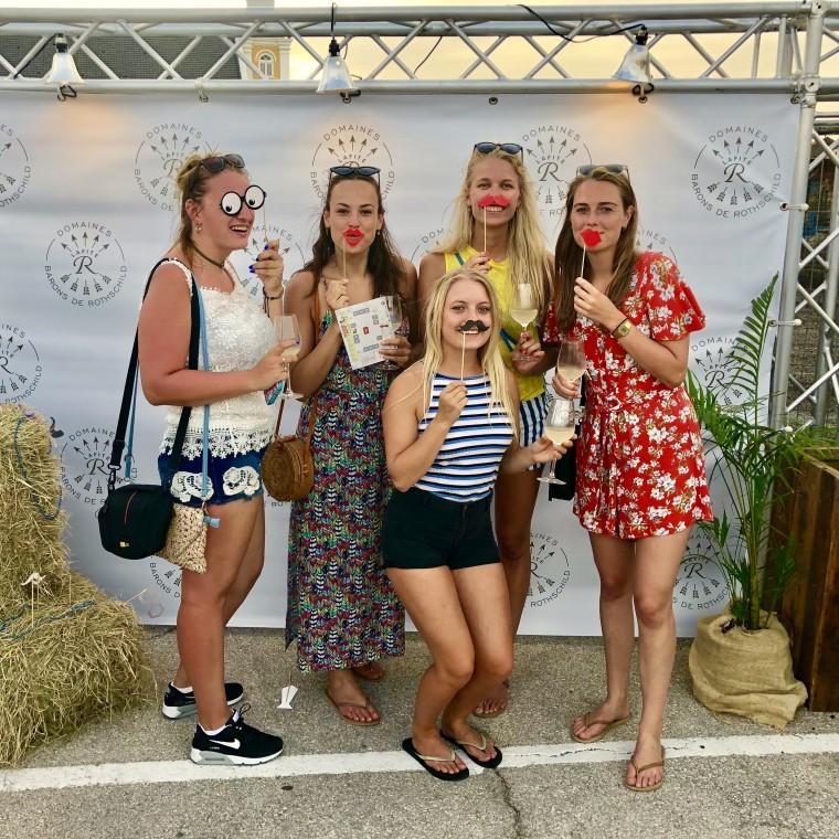 Groepsfoto op het foodfestival