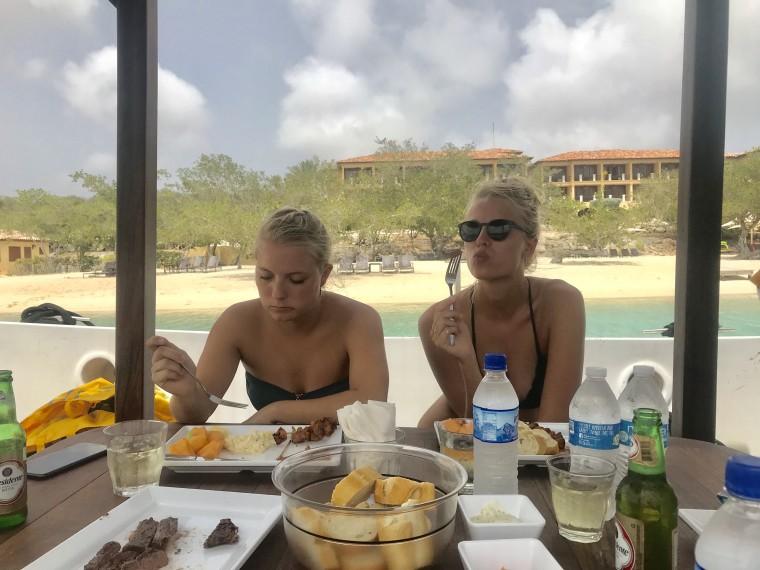 Als we ff niet aan het Instagrammen zijn, maar wel lekker aan het eten <3