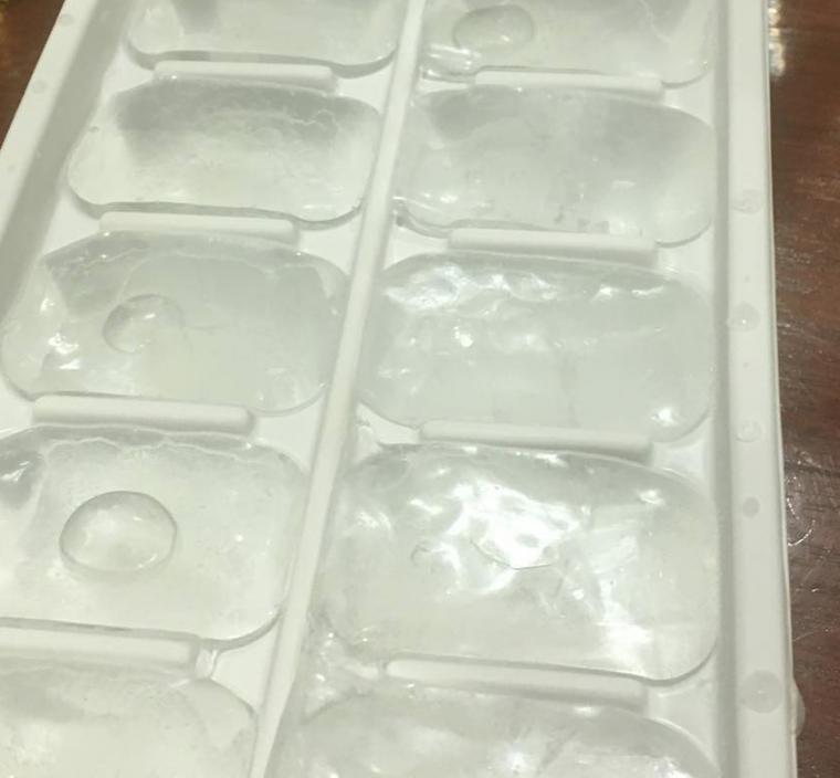 via https://www.instagram.com/p/BlrDGVYhRGO/?tagged=icecubes