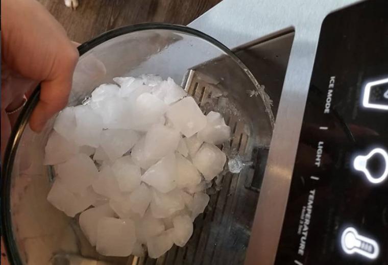 via https://www.instagram.com/p/BlqRYLXD9Tb/?tagged=icecubes