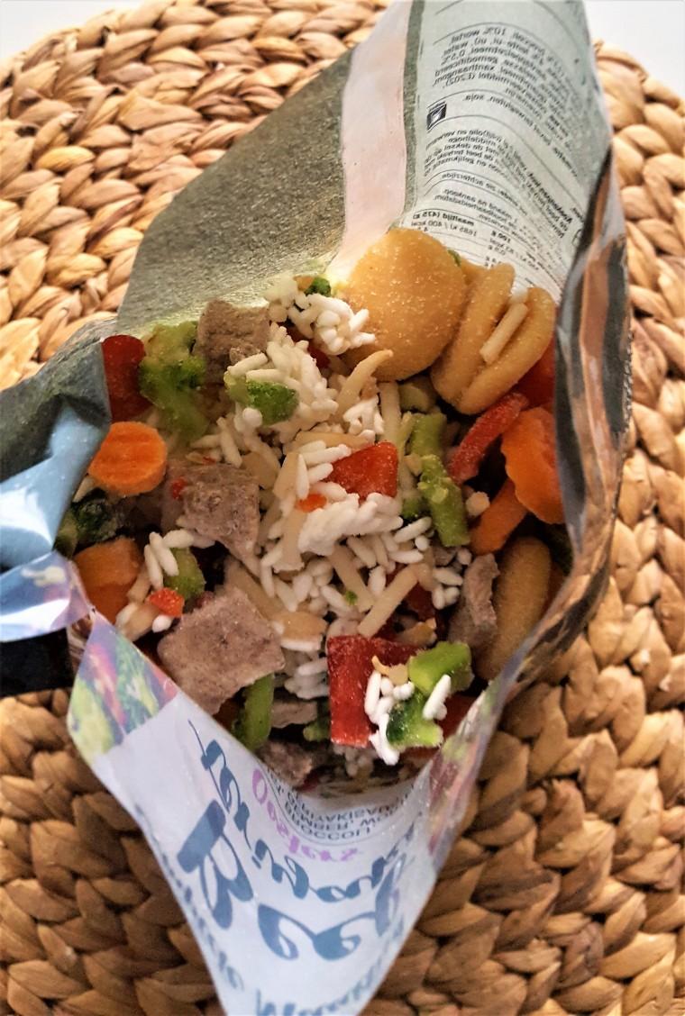 Even een kijkje in de binnenkant van de zak; lekker veel groente!