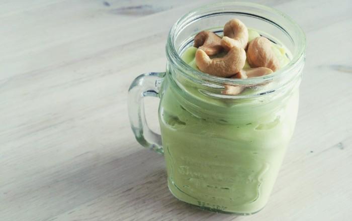 Romige smoothie Avocado Mango Gember