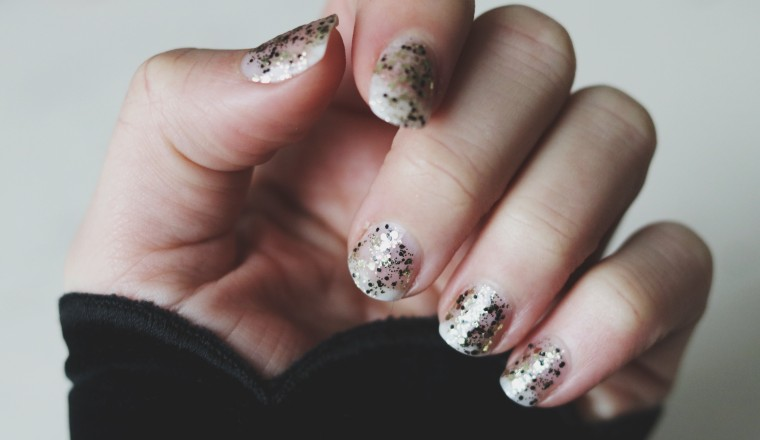 Nails Gold Sequins The Body Shop - 2