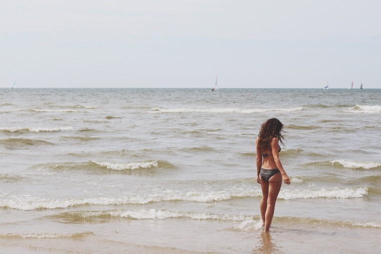Lotw - een eerlijke bikini - MH - Curms - 1