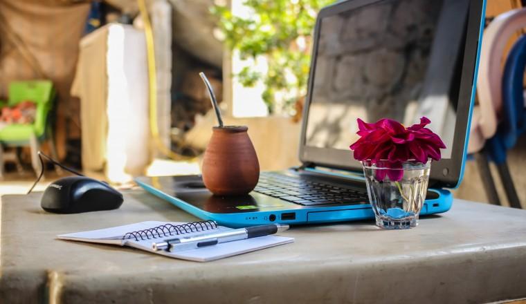 desk-digital-nomad-electronics-1212818