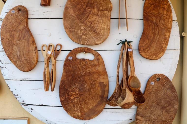 Vergeet niet een mooie lokale souvenir van olijfhout voor jezelf mee te nemen