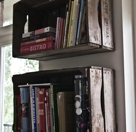 Kistjes Aan De Muur.Houten Kistjes Als Boekenkast Interior Junkie