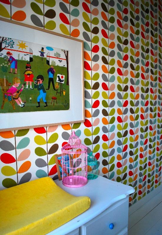 Kamer van kleine Kate. Behang is van Orla Kiely schoolprent kocht ik op een brocante markt in de Dordogne