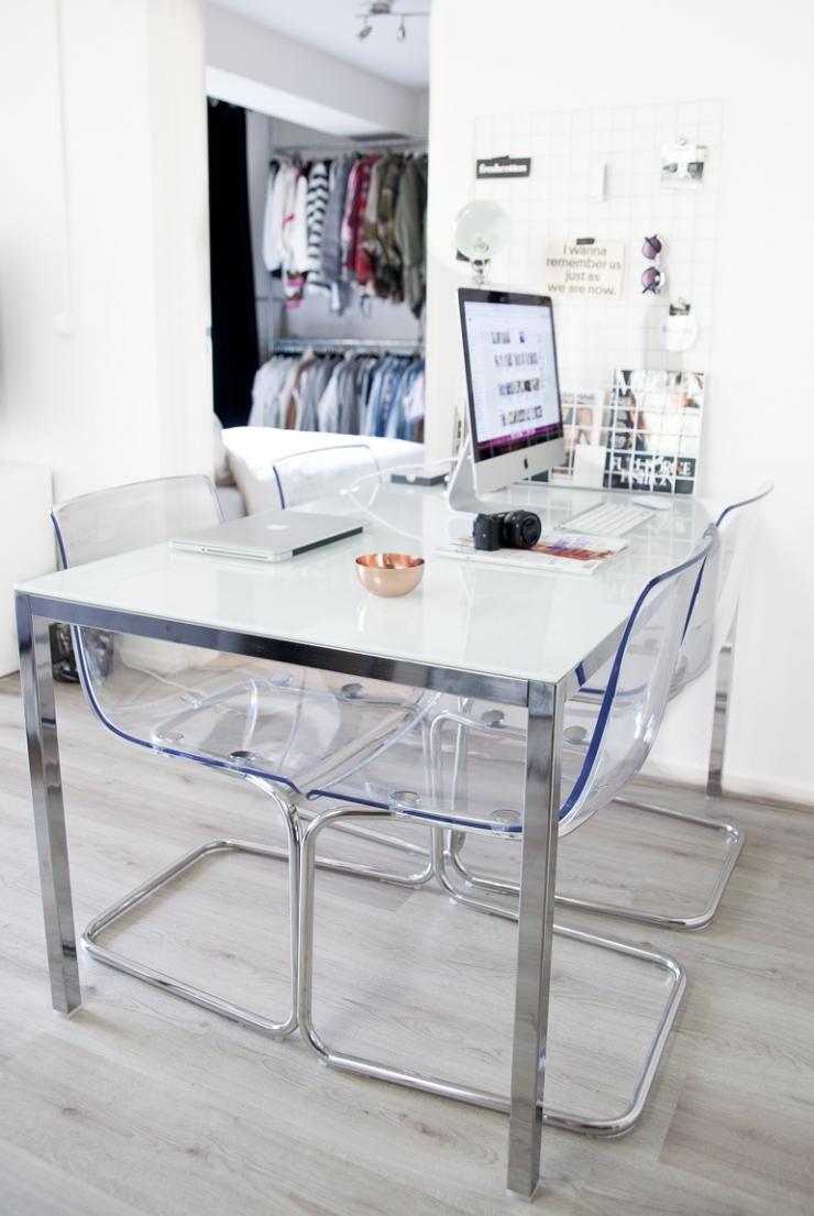 Eettafel En Stoelen Ikea.Binnenkijken In Een Compact Huis Van 30m2 Interior Junkie
