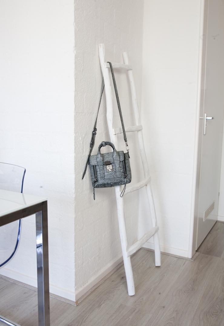 Schoenenrek Van Aldi.Binnenkijken In Een Compact Huis Van 30m2 Interior Junkie