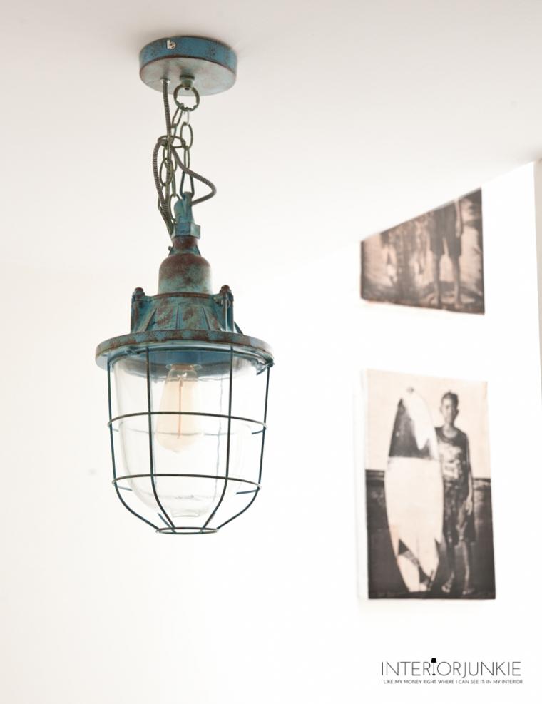 Pronken met industriële lampen in huis