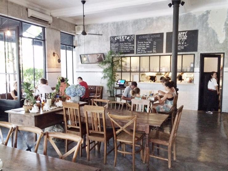 Lunchen en dineren in een industriele setting