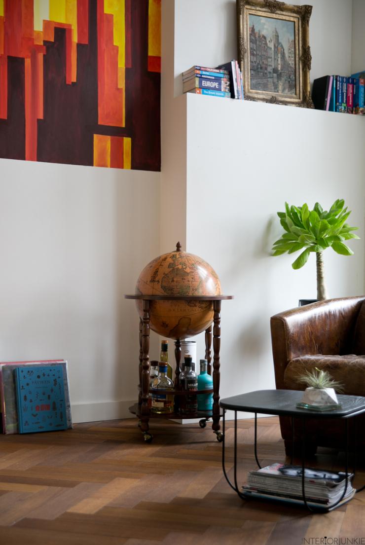 Binnenkijken in een speels huis vol kleurrijke kunst