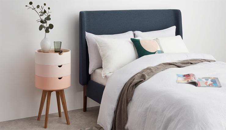 10x Nachtkastje Slaapkamer : Met dit roze nachtkastje is het vrolijk wakker worden interior