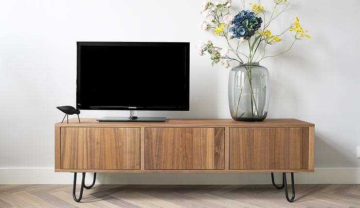 Welke Tv Meubel.Ikea Hack Televisiemeubel Pimpen Met Stalen Pootjes Interior Junkie