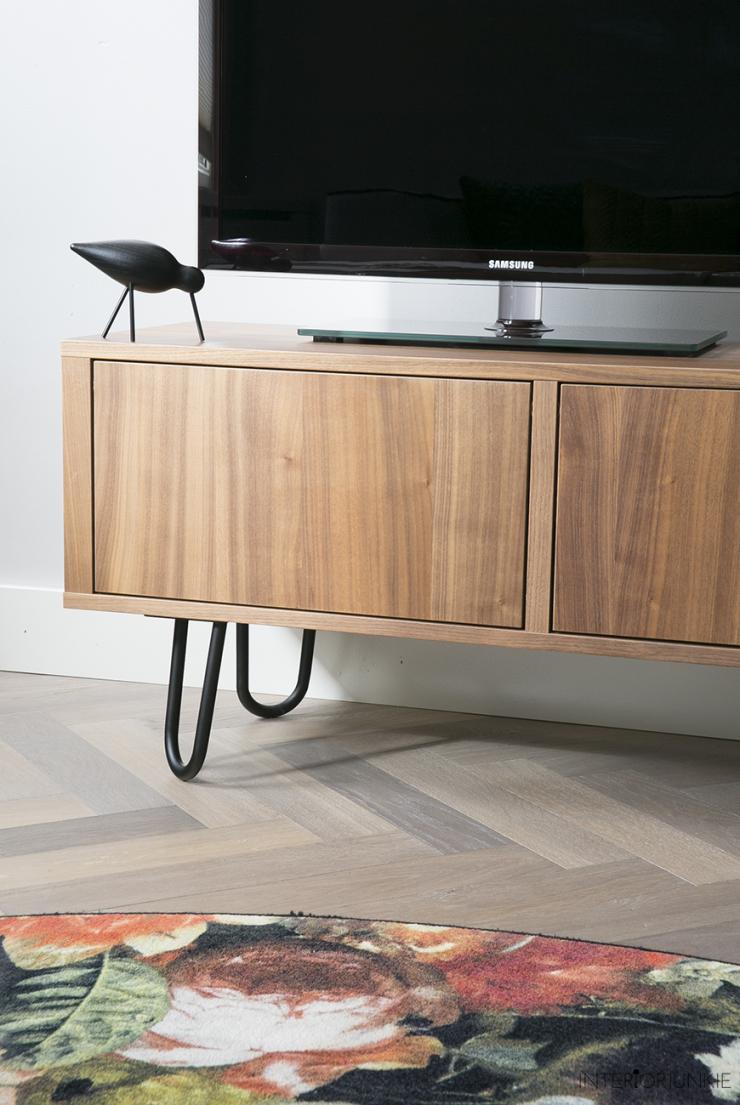 Ikea Tv Kast Grijs.Ikea Hack Televisiemeubel Pimpen Met Stalen Pootjes Interior Junkie