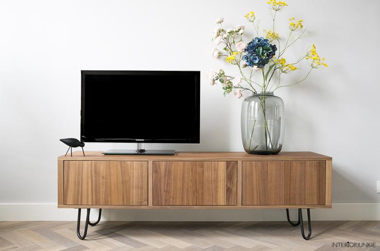 IKEA hack: televisiemeubel pimpen met stalen pootjes