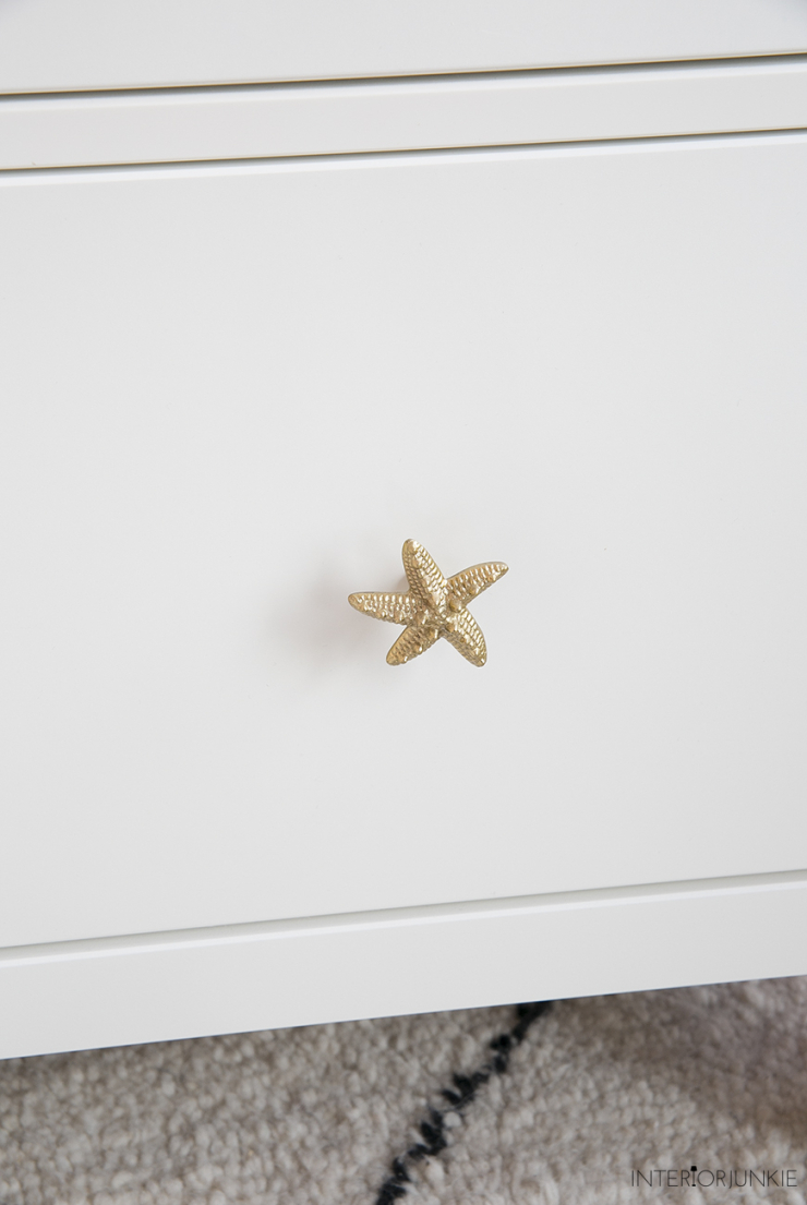 IKEA hack: pimp je ladekast met gouden knopjes