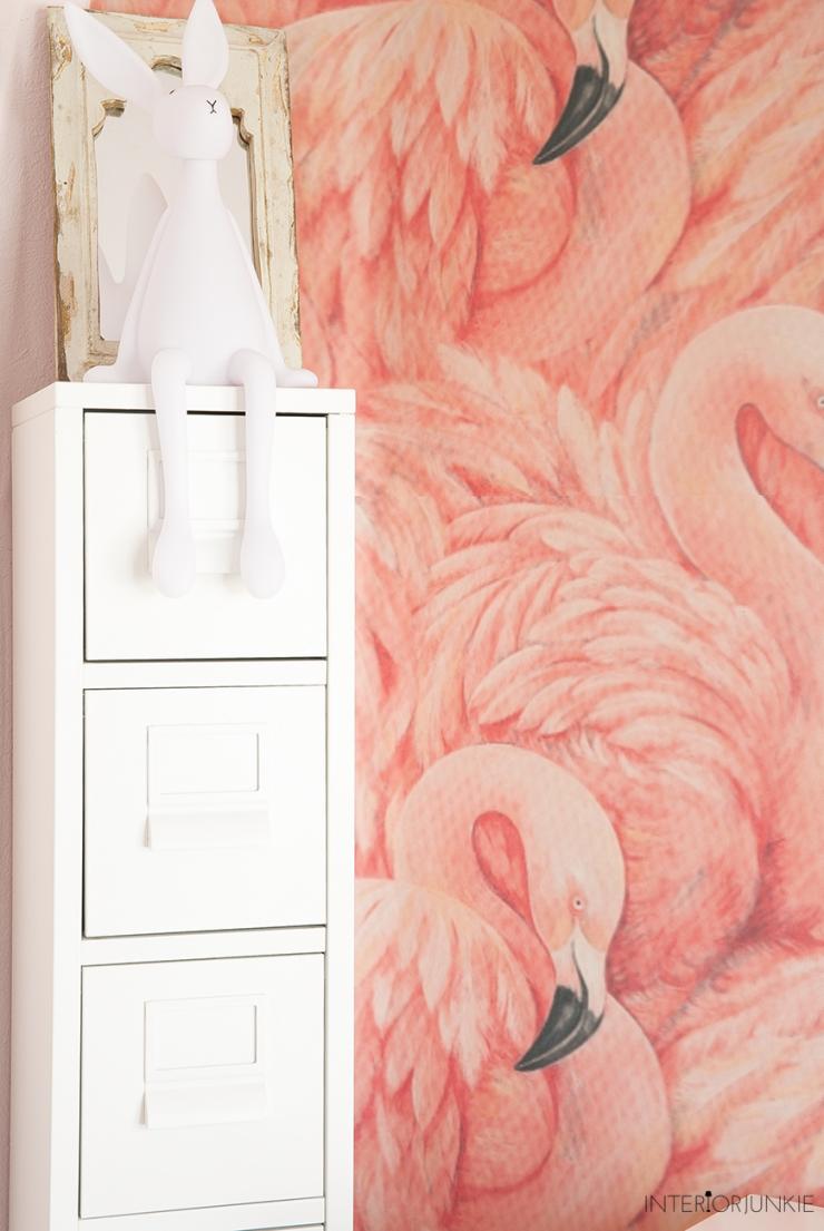 DIY: pimp de babykamer met flamingo behang