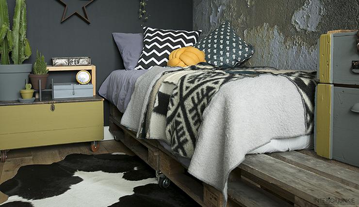 Bed Van Pallets : Diy zo maak je een bed van pallets interior junkie