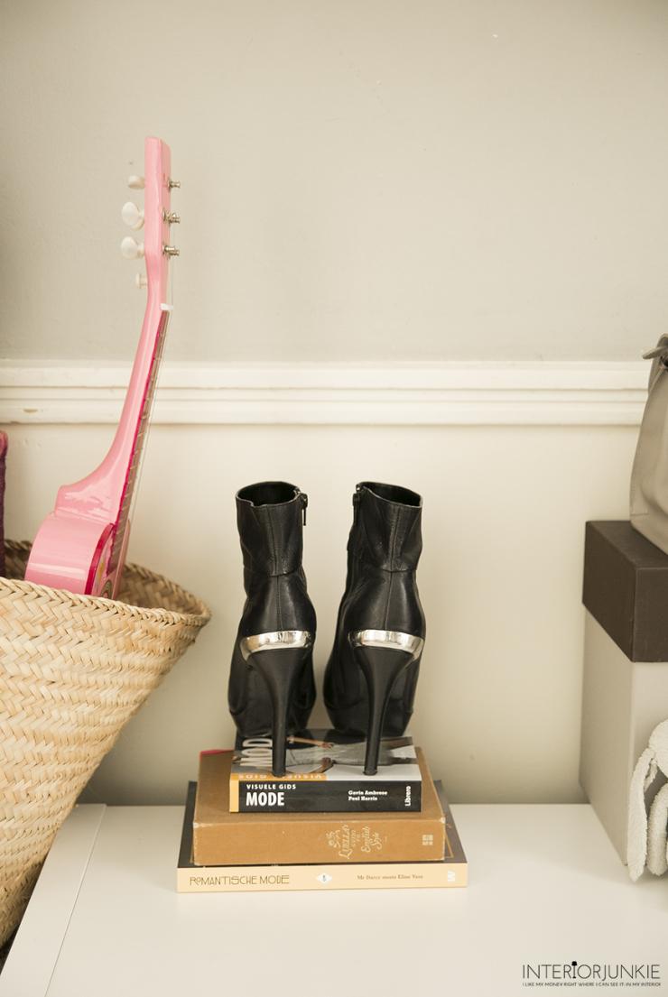 Wooninspiratie: pronken met schoenen en kledingstukken
