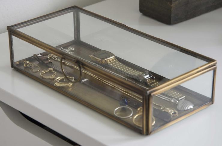 Het gouden sieradendoosje  was een cadeau van mijn tante uit Schiermonnikoog.
