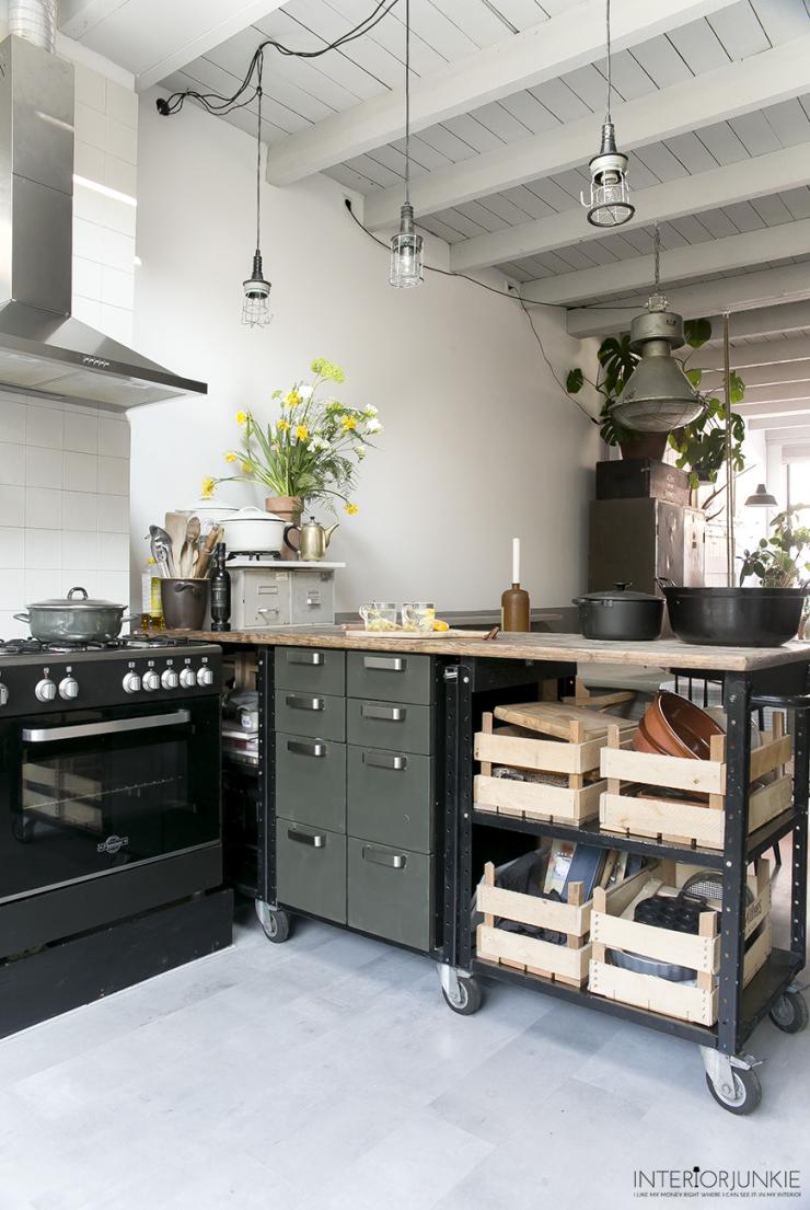 Keuken inspiratie: maak een aanrecht van oude werkbanken