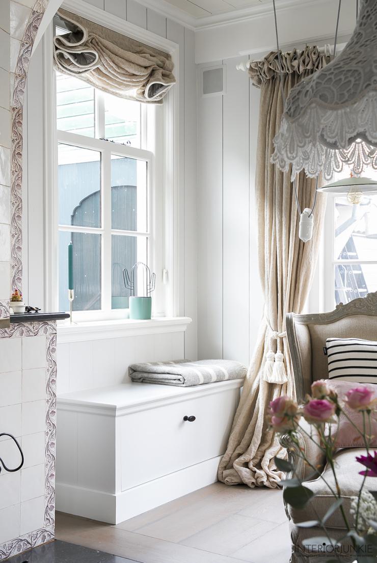 Verliefd op een relaxhoekje bij het raam interior junkie for Huis laten stylen