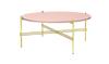 O zo zoet is deze poeder roze salontafel met gouden accent