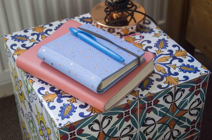 Het roze boekje is van HEMA, de agenda van De Hobbit.