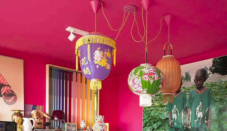 Een roze plafond. Waarom ook niet?