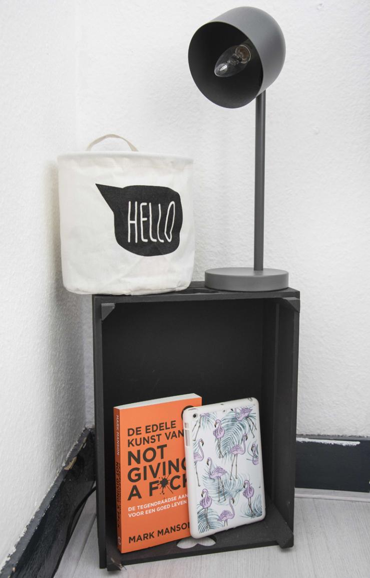De lamp is van Kwantum, de paperbag ook.