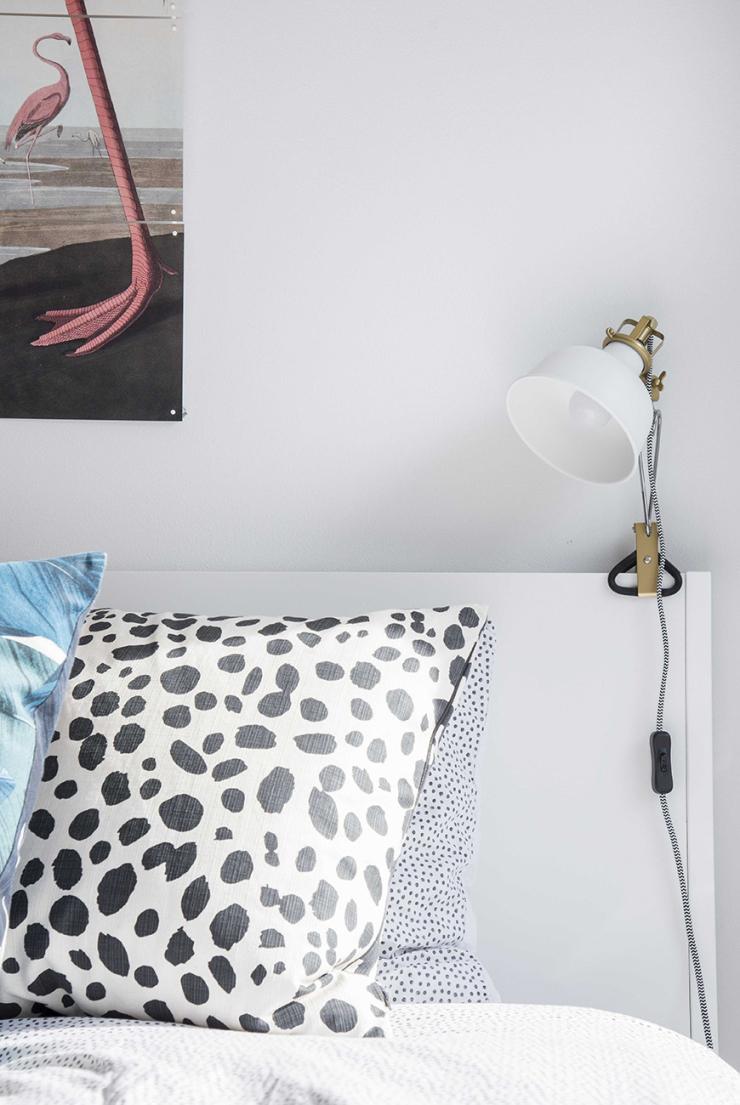 De lamp is van Ikea.