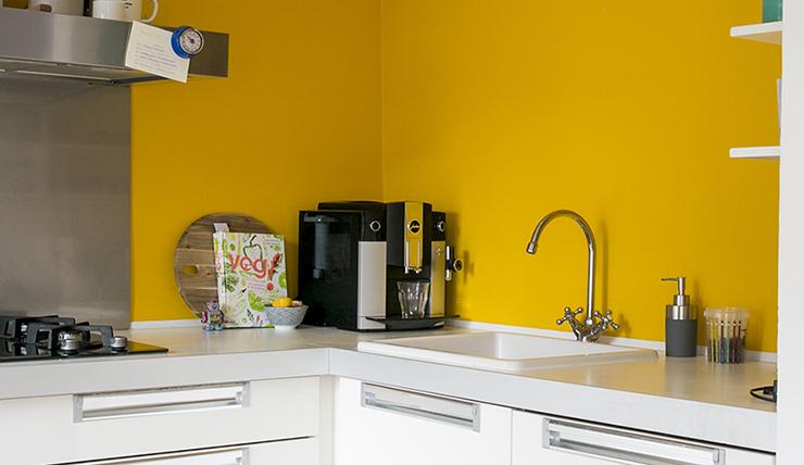 Gele Keuken 8 : Durf jij een gele muur in de keuken aan interior junkie