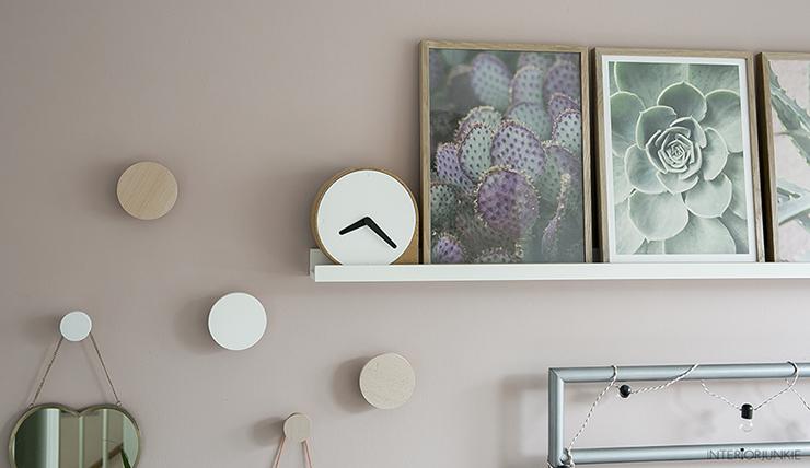 Pronken met lijsten aan de muur boven je bed