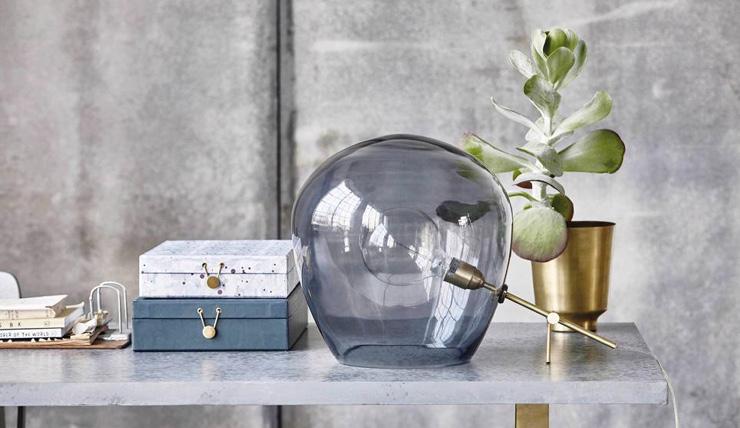 Een echte eyecatcher: deze glazen tafellamp