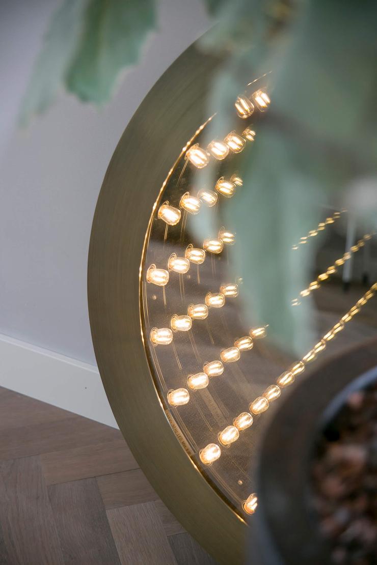 Ronde spiegel als lamp. Ook zo'n fan?