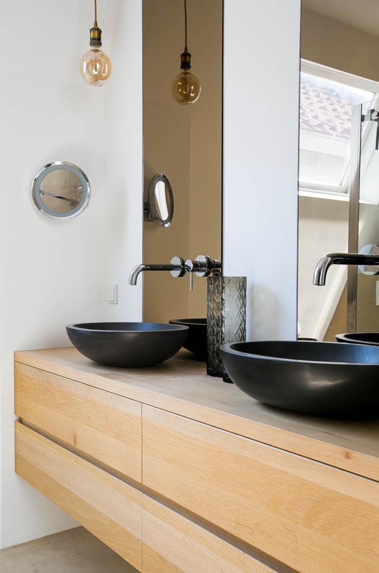 Kies eens voor in de badkamer gerookt glas - INTERIOR JUNKIE