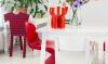 Pronken met kleurrijke stoelen in huis