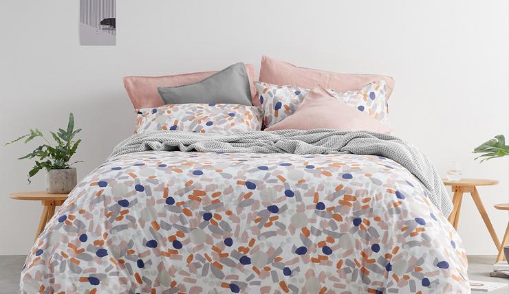 Slaap zacht in een zomers bed