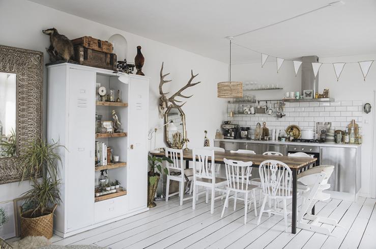 Thuis bij Kae Sutherland in een huis vol neutrale tinten