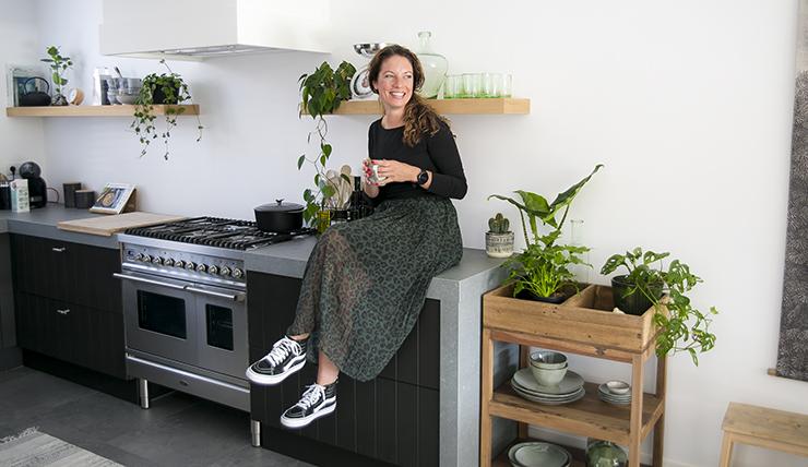Kijkje in de zwarte keuken van Kirsten